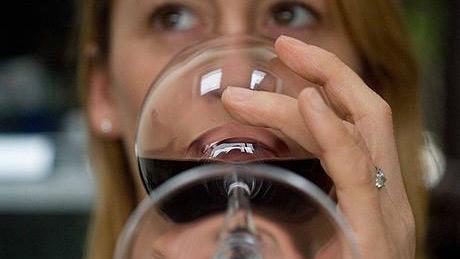 Uống rượu vang đỏ có thể giúp bạn tăng cường sức khỏe và nâng cao tuổi thọ.